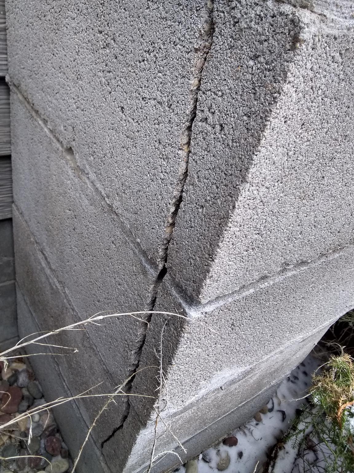 decorative masonry block.htm cracked concrete block chimneys diagnosis   repair guide  cracked concrete block chimneys